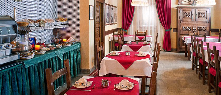 Italy_Cervinia_Hotel_juneaux_breakfast2.jpg